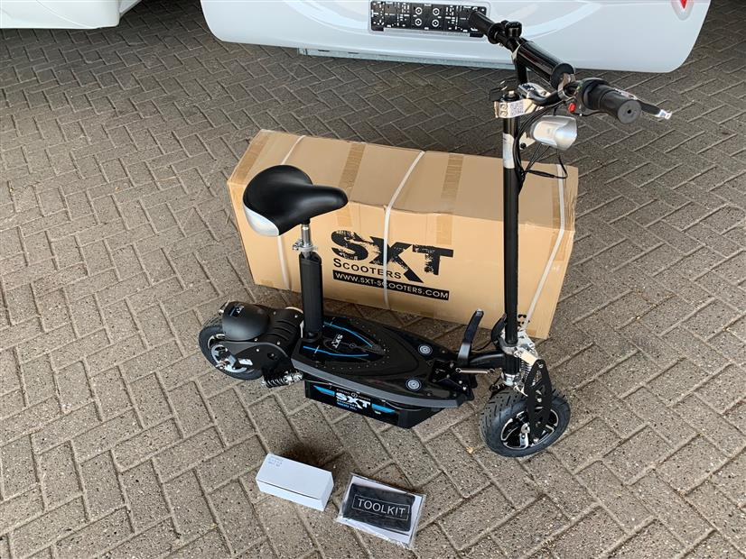 SXT 1600 XL Step / Scooter 48 volt 1600 watt rijd 45 km p/u